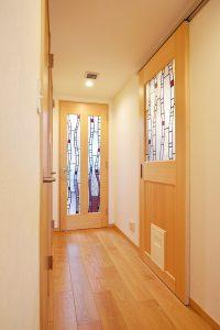 仙台市 光を取り込むメゾネットマンション 建具